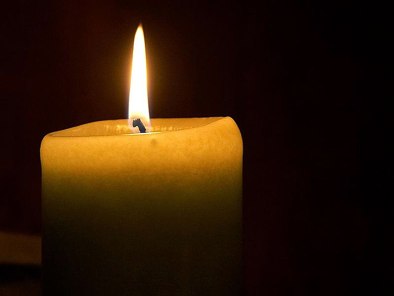 800px-Candle_flame_(1)